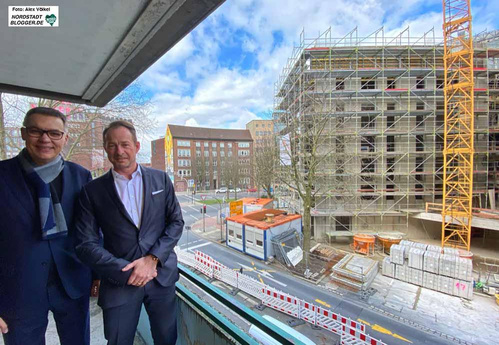 SPD-OB-Kandidat  Thomas Westphal  und Spar&Bau-Chef Franz-Bernd Große Wilde vor einer Wohnungsbaustelle.