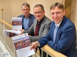 Stellten den Bericht vor: Christian Hecker (Vorsitzender Gutachterausschuss für Grundstückswerte), Ulf Meyer-Dietrich (Geschäftsführer Gutachterausschuss) und Stefan Thabe (Leiter Stadtplanungs- u. Bauordnungsamt).
