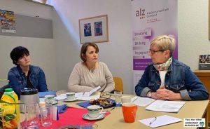 Anja Butschkau ((Mitte) im Gespräch mit Martina Frank (li.) und Gilsea Tripp (re.).