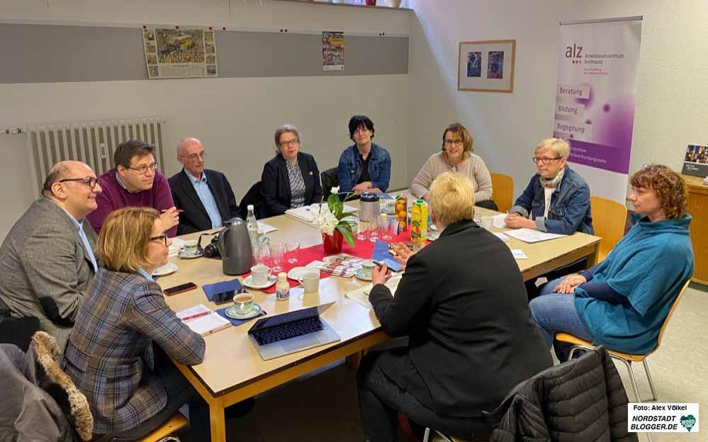 Die vier Dortmunder Landtagsabgeordneten haben sich mit Beschäftigten aus der Erwerbslosenberatung getroffen. Fotos: Alex Völkel