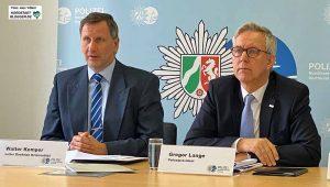 Krimanldirektor Walter Kemper und Polizeipräsident Gregor Lange stellten die Zahlen vor. Foto: Alex Völkel
