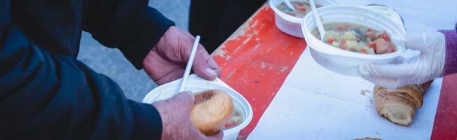 Obdachlosenhilfe in Zeiten von Corona: Ein Freitagabend mit den Ehrenamtlichen vom Wärmebus in Dortmund