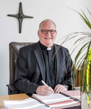 Propst Andreas Coersmeier kündigt öffentliche Gottesdienste zum 10. Mai an. Foto: Katholische Stadtkirche