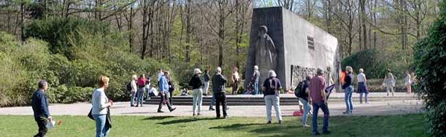 Auch ohne Feier gedachten an Karfreitag viele Dortmunder*innen der Ermordeten in der Bittermark