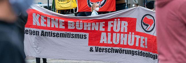 """Proteste rund um Corona: """"Keine Bühne für Aluhüte – gegen Antisemitismus und Verschwörungsideologien"""" in Dortmund"""