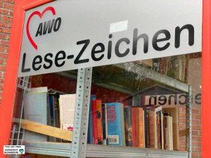 """""""AWO-Lesezeichen"""" heißt der öffentliche Bücherschrank, der vor dem Eugen-Krautscheid-Haus steht. Foto: Alex Völkel"""