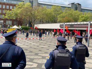 Polizei und Ordnungsamt hielten das Geschehen im Blick. Foto: Alex Völkel