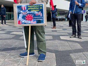 """Die Botschaft ist klar: """"Kapitalismus ist gefährlicher als Corona"""". Foto: Alex Völkel"""