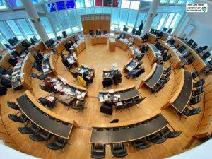 Eine ungewöhnliche Ratssitzung: In Zeiten von Kontaktbeschränkungen tagte der Hauptausschuss als Dringlichkeitsausschuss und ersetzt damit den Rat. Foto: Alex Völkel