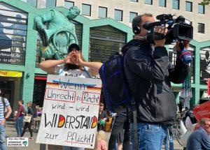Reporter Christof Voigt filmte für den WDR und wurde attackiert.