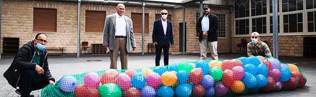 """""""Kinder, ihr seid nicht allein!"""" – Muslimische Gemeinden entsenden Luftballonbotschaft zum Abschluss des Ramadan"""