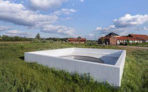 Auf der ersten Tour geht es zum Werk von Massimo Bartolini auf dem Hof Emschertal. Foto: Henning Rogge