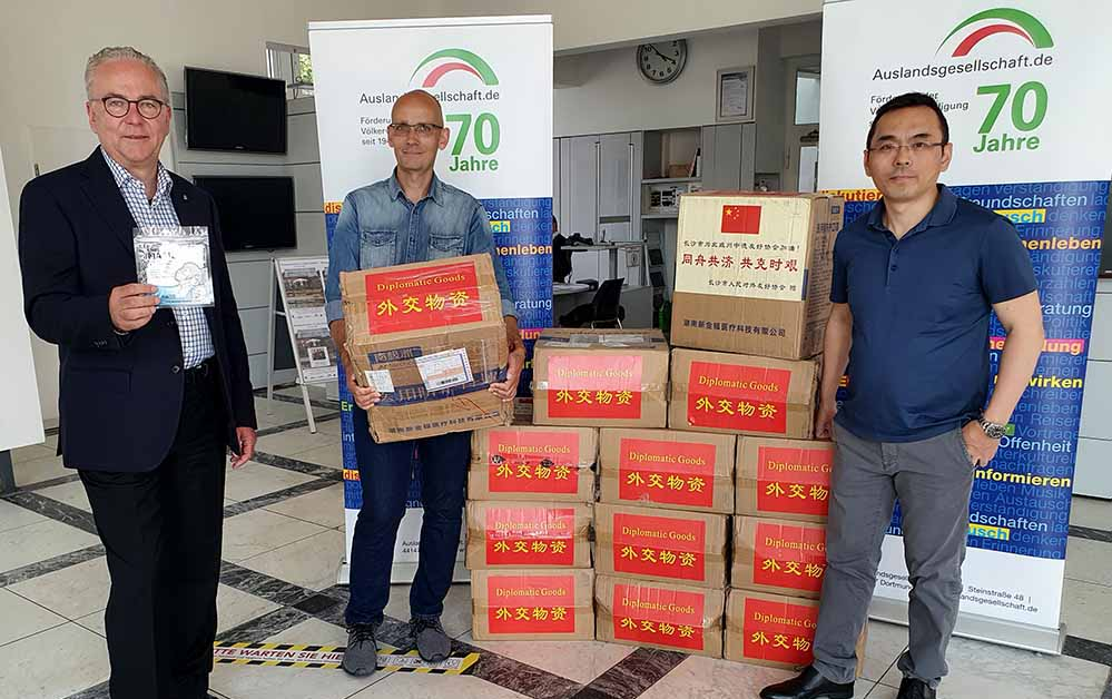 Klaus Wegener und Marc Frese mit Herrn Wang vom chinesischen Generalkonsulat.