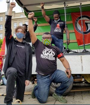 Kevin Matuke (re.) und weitere Mitorganisatoren aus der afrikanischen Community in Dortmund und von Silent Protest.