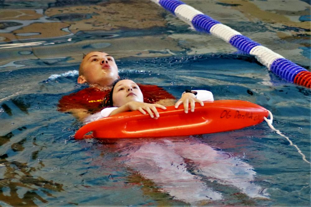Schwierige Voraussetzungen derzeit für die Rettungsschwimmer*innen des DLRG - sie sollen Leben retten, können aber seit fast drei Monaten nicht hat in Dortmund trainieren. Archivbild: DLRG Dortmund