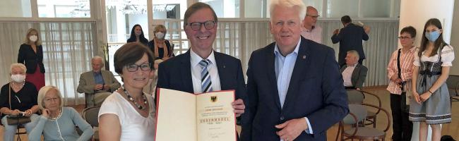 Würdigung: Gerd Kolbe – (Sport-)Journalist, BVB-Archivar, Kulturbotschafter – erhält Ehrennadel der Stadt Dortmund