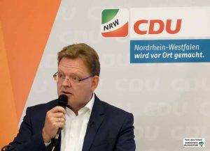 Dr. Andreas Hollstein (57) ist seit mehr als 20 Jahren Bürgermeister in Altena. Fotos: Alex Völkel