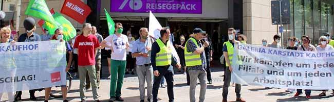 """NRW-Betriebsräte von Galeria Karstadt Kaufhof protestieren gegen Schließungspläne und """"asoziale Marktwirtschaft"""""""