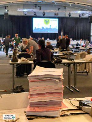 Der Rat tagte Corona-bedingt in der Westfalenhalle 2 und hatte eine gigantische Tagesordnung. Foto: Alex Völkel