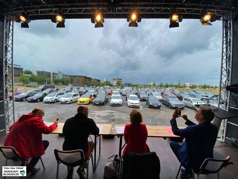 In Zeiten von Corona hat die SPD einen ungewöhnlichen Weg beschritten und den Parteitag ins Autokino verlegt. Fotos: Alex Völkel
