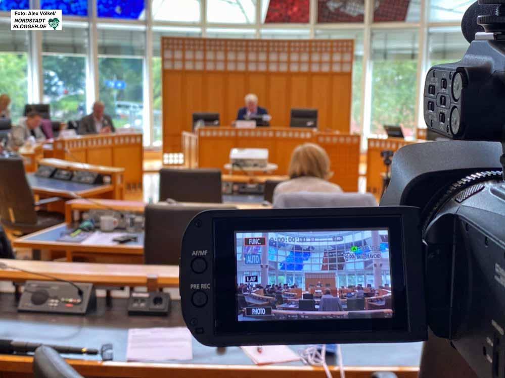 Die Pressekonferenzen zum Thema Corona werden seit fast drei Monaten live übertragen. Fotos: Alex Völkel