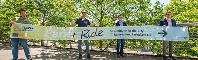 Wegweiser zum Umsteigen: Brückenbanner und digitale Karte informieren in Dortmund über Park & Ride-Anlagen