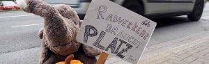 Auch Stofftiere wollen am Montag für provisorische Fahrradstreifen demonstrieren. Foto: Tobias Hermesmeyer