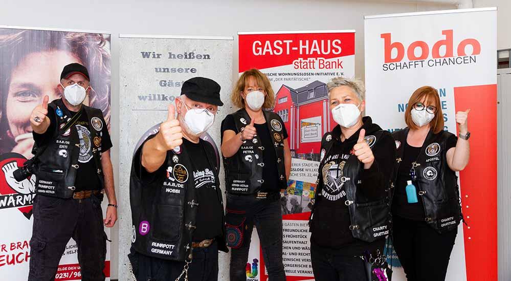 Die Barber Angels machten im Hygienezentrum in Dortmund Station. Fotos: Sebastian Sellhorst