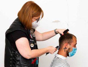 Seit fast zwei Jahren helfen die Barber Angels und schneiden ehrenamtlich Obdachlosen die Haare.