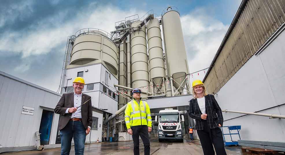 Ratsmitglied Torsten Heymann (li.) und Bundestagsabgeordnete Sabine Poschmann besuchten das Unternehmen GHT und sagten Geschäftsführer Jörg-Uwe Wille ihre Unterstützung zu. Foto: Oliver Schaper