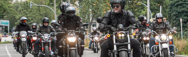 Biker*innen wehren sich gegen drohende Fahrverbote an Sonntagen: Motorrad-Demo auf dem Dortmunder Wallring