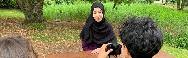 """Nicht nur """"die mit dem Kopftuch"""" – Multikulturelles Forum arbeitet gegen antimuslimische Ressentiments"""