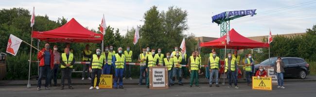 Warnstreik in der Mineralbrunnenindustrie: Beschäftige legen für Gehalt- und Lohnerhöhung Arbeit zwei Stunden nieder