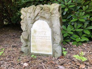 Kindergrab aus den frühen Jahren des Friedhofs
