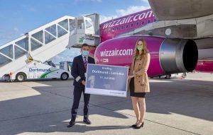 """Seit Samstag, den 11. Juli, können Passagiere drei Mal wöchentlich von Dortmund nach Zypern fliegen. Wizz Air hebt dienstags, donnerstags und samstags in die Hafenstadt Larnaka ab. Larnaka ist eins von zahlreichen Zielen, die in diesem Jahr neu in das Streckennetz der Wizz Air ab dem Dortmund Airport aufgenommen werden. """"Wir begrüßen die Entscheidung der Wizz Air, Dortmund künftig direkt mit Zypern zu verbinden. Mit Larnaka wächst das Angebot an Warmwasser-Zielen ab dem Dortmund Airport. Er wird damit für Urlauber noch attraktiver"""", so Flughafen-Chef Udo Mager. Durch sein mediterranes Klima, mit mehr als neun Sonnenstunden am Tag und über 30 Grad in den Sommermonaten, ist Larnaka prädestiniert für einen entspannten Sommerurlaub. Wer auf der Suche nach Aktivurlaub ist, kommt auf Zypern ebenfalls auf seine Kosten: Taucher erleben eine faszinierende und einzigartige Unterwasserwelt, das Wassersportangebot ist vielfältig und Wanderungen sind direkt entlang der Kies- und Sandstrände möglich."""