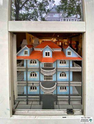 In einem Freizeitangebot bauen die jungen Bewohner*innen Roma-Villen aus der alten Heimat - sie werden demnächst im Museum gezeigt.