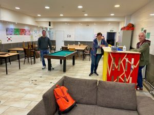 Jan-Christopher Bremer, Ute Lohde und Andreas Koch im ehemaligen Billardcafße. Hier und im Café Europa gingen Dealer, Diebe und Hehler ein und aus. Jetzt wird hier eine FABIDO-Kita einziehen.