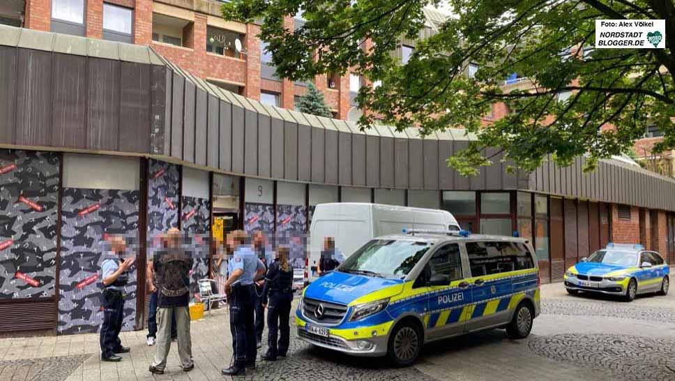 """Gleich am ersten Öffnungstag gab es den ersten Polizeieinsatz am neuen Thor Steinar-Laden """"Tønsberg"""" in Dortmund."""