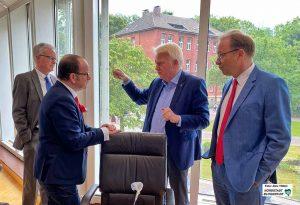 Steckten mehrfach die Köpfe zusammen: Thomas Schäfer (Handelsverband), Dirk Rutenhofer (Cityring), OB Ullrich Sierau und Stefan Schreiber (IHK). Foto: Alex Völkel