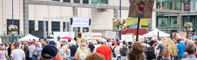 Bundesweite Mobilisierung zum Protest der Corona-Leugner*innen – 2800 Teilnehmende kamen nach Dortmund