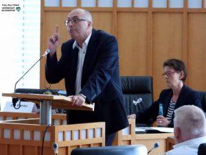 Rainer Bonhof (AfD) wiederholte die bereits bekannten Vorwürfe gegen den OB.