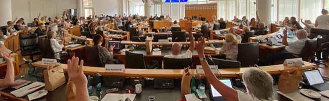 Rats-Sondersitzung entpuppte sich wie erwartet als AfD-Wahlkampf-Manöver – Neonazis provozieren Polizeieinsatz