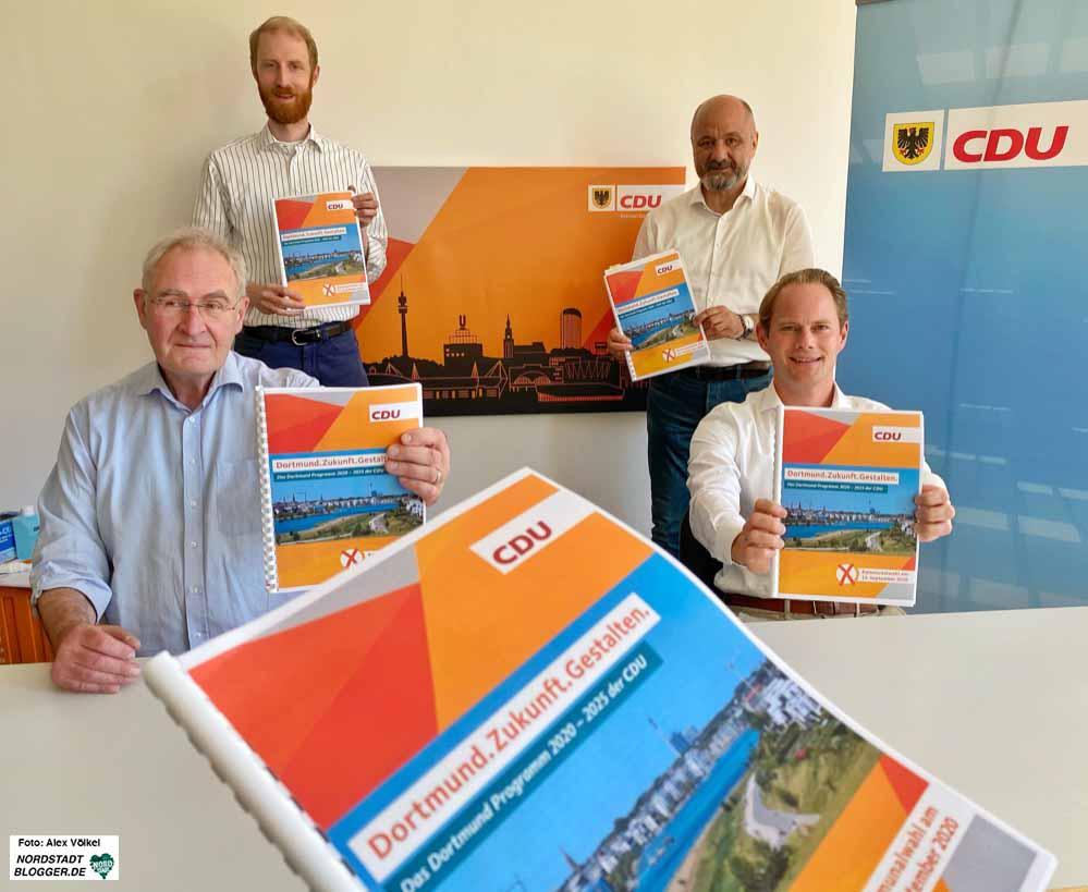 Ulrich Monegel, Dr. Jendrick Suck, Uwe Waßmann und Steffen Kanitz stellten das Wahlprogramm vor. Foto: Alex Völkel