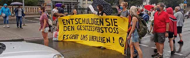 """Umweltbewegung """"Extinction Rebellion"""" blockiert die Möllerbrücke in Dortmund und stellt Forderungen"""