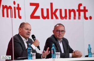 Bundeswirtschaftsminister und Vize-Kanzler Olaf Scholz mit dem Co-Bundesvorsitzenden Norbert Walter-Borjans.