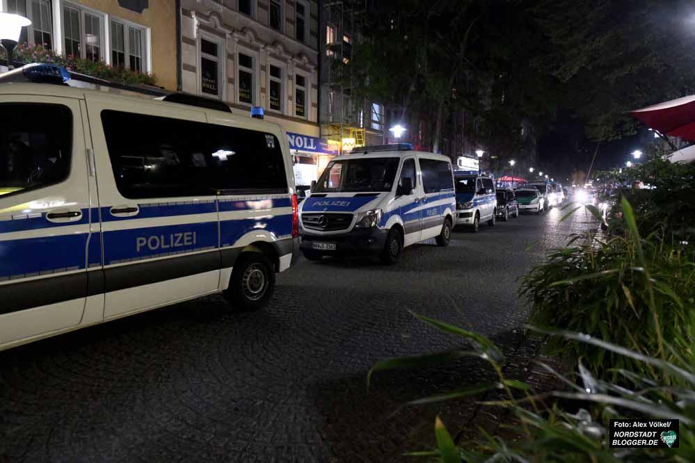 Mit einem Großaufgebot waren die Behörden Samstagnacht in Dortmund unterwegs.
