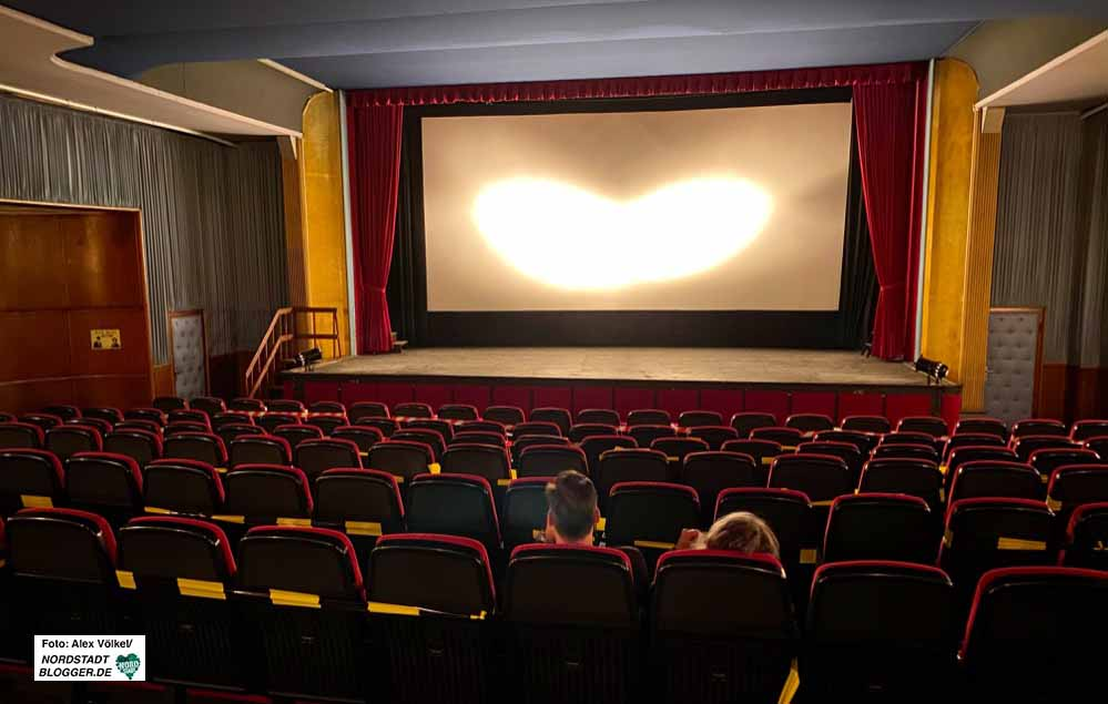 Alltag in Seiten von Corona - nicht selten sitzen nur zwei - manchmal auch keiner - im Kino. Fotos: Alex Völkel