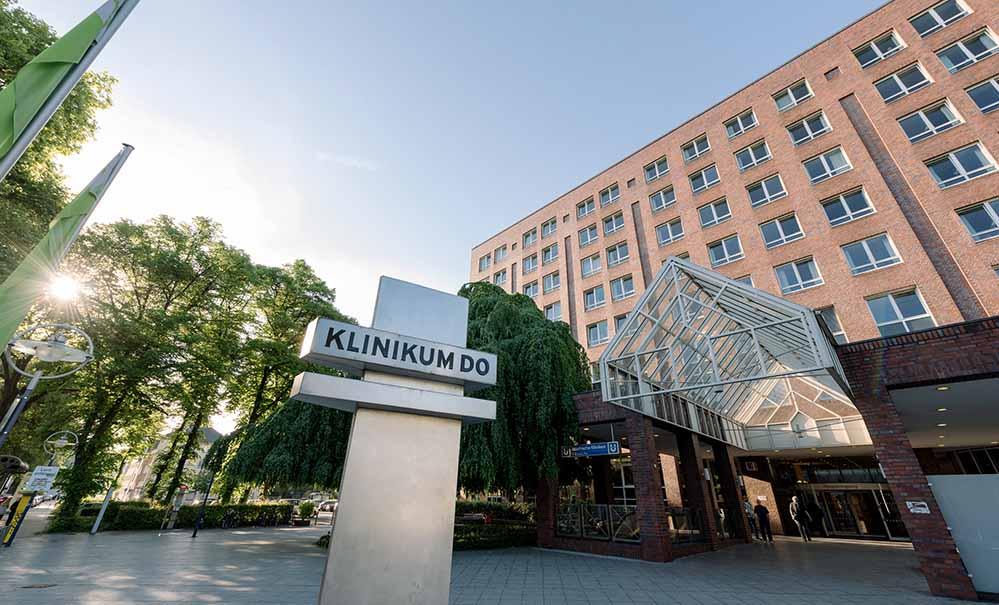 Die Teststelle grenzt direkt an den Haupteingang des Klinikums Dortmund Mitte.