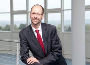Prof. Dr. Matthias Beenken und sein Team haben die Haltung der Beschäftigten der Versicherungsbranche zum Homeoffice untersucht. Sein Fazit: Das Experiment war erfolgreich. Foto: FH Dortmund