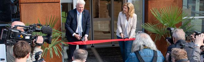 Exklusiver Vorabrundgang: Rund 100 Gäste begaben sich mit OB Sierau auf Entdeckungsreise im Naturmuseum Dortmund